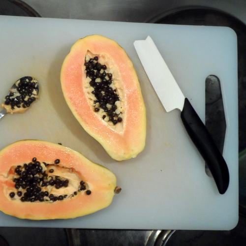 Papaya halbiert