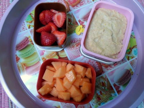 Bento: Griesbrei vegan aus Mandelmilch und Maisgrieß mit Obst