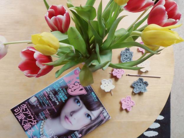 Frühlingshafte Häkelblumen für eine Girlande