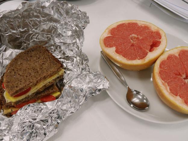 Abnehmen mit der SHRED-Diät: Bürofrühstück