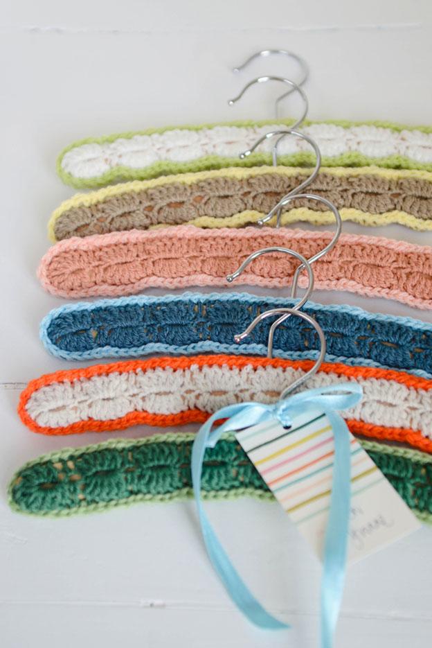 Gehäkelte Baby-Kleiderbügel von Yvestown