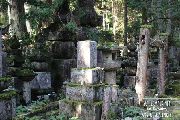 Magie pur: Grabsteine und torii auf dem Koya-san