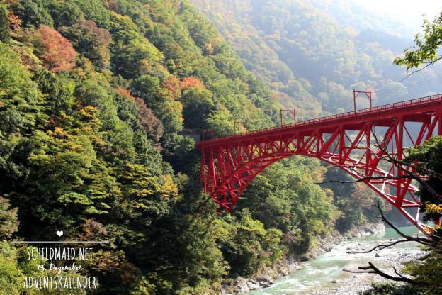 Brücke in der Kurobeschlucht in Japan