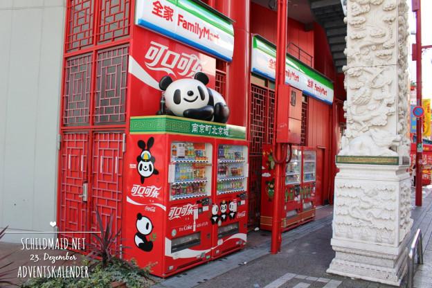 In Chinatown in Kobe ist sogar der Coca Cola-Automat im Pandadesign